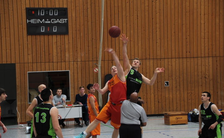 Michael Stoll beim Sprungball