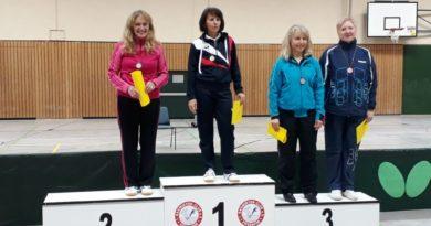 Gudrun Wentsch (zweite von rechts) bei der Siegerehrung im Einzel